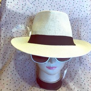 Designers straw hat 🎩 great for everyone 💎🎩
